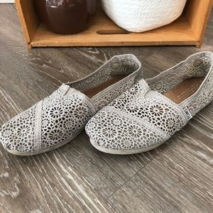 Gorgeous lace Toms